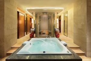 Hilton Sanya Yalong Bay Resort & Spa, Resorts  Sanya - big - 60
