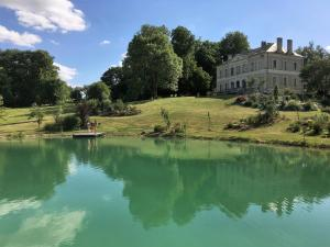 Location gîte, chambres d'hotes Chambres d'hôtes au Château De Preuil dans le département Cher 18