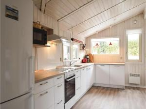 Holiday home Pøt Strandby Dnmk I, Дома для отпуска  Sønderby - big - 20