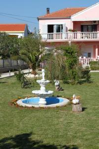 Apartments by the sea Sukosan Zadar 5905
