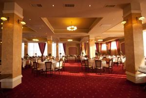 Sky Hotel, Отели  Орадя - big - 40