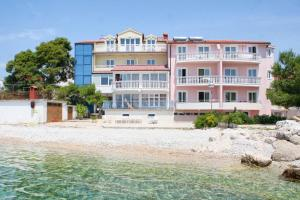 Apartments and rooms by the sea Primosten - 3088