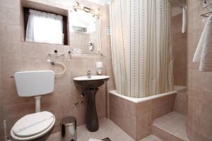 Twin Room Starigrad 3335b, Vendégházak  Starigrad-Paklenica - big - 18
