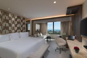 "obrázek - El Embajador, a Royal Hideaway Hotel ""Newly Renovated"""