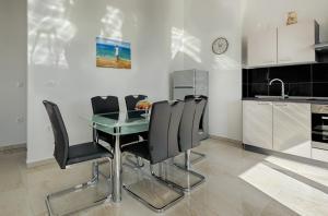 Cezar Luxury Apartment, Apartmány  Omiš - big - 6