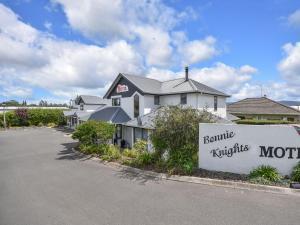Bonnie Knights Motel