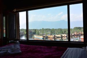 Hotel Tramboo Continental Dal Lake, Hotel  Srinagar - big - 4