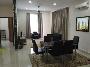 Homestay Condominium Larkin - Kangkar Teberau