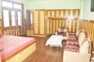 Oms Hotel & Restaurant, Hotely  Karsog - big - 3