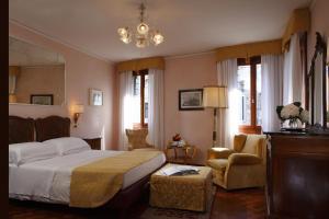 Pensione Accademia - Villa Maravege (2 of 63)