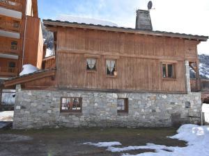 Location gîte, chambres d'hotes Lake View Chalet in Tignes near Ski Area dans le département Savoie 73