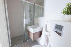 Raval Apartments Soft Black