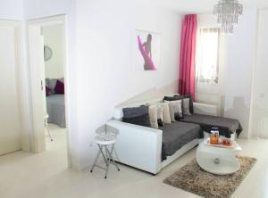 White Luxury Apartment, Apartmány  Sibiu - big - 18