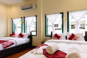 Srisomboon Hostel - Yan Ta Khao