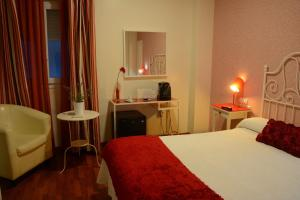 Double or Twin Room Hostal Paris