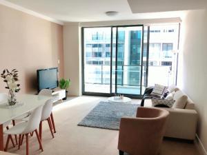 Elegant Designer Home next to the Olympic Park Wharf - Sydney
