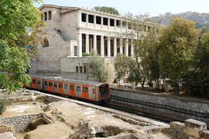 Spacious house next to Athens' coast, in Kalamaki, Apartments  Athens - big - 3