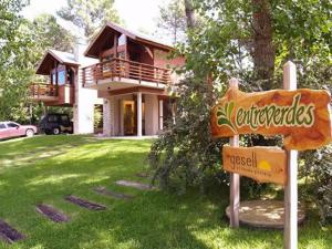 Cabañas Entreverdes, Turistaházak  Villa Gesell - big - 1