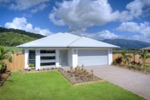 Port Douglas cooya beach ocean breeze house