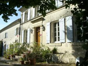 Location gîte, chambres d'hotes Chambres d'Hôtes - Les Bujours dans le département Charente maritime 17