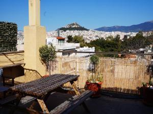 Romantic Apt with Penthouse & Acropolis View, Apartmány  Atény - big - 12
