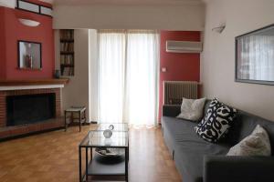 Romantic Apt with Penthouse & Acropolis View, Appartamenti  Atene - big - 1