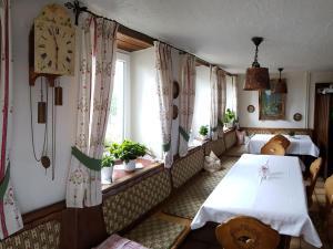 Gasthaus zum Kreuz, Inns  Grafenhausen - big - 17