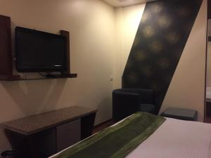 Hotel Aura, Отели  Нью-Дели - big - 112