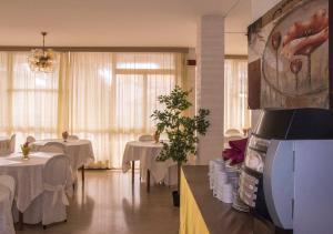 Hotel Fucsia, Отели  Риччоне - big - 96