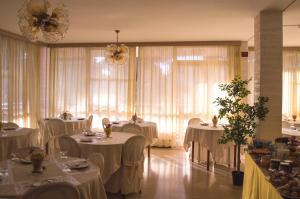 Hotel Fucsia, Hotels  Riccione - big - 122