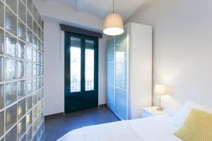 Apartment with balcony next Sagrada Familia AC