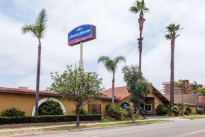 Howard Johnson by Wyndham National City/San Diego South