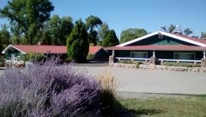 . Redwood Arms Motel