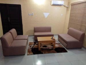 Full Service 3 Bedroom Flats, Apartmány  Ikeja - big - 5