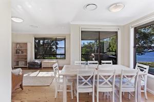 Hidden Luxury on the water! - House & Cottage, Apartmanok  Soldiers Point - big - 17