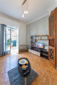 Petralona Cosy Penthouse, Apartmanok  Athén - big - 18