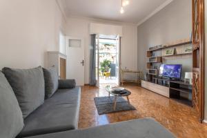 Petralona Cosy Penthouse, Apartmanok  Athén - big - 13
