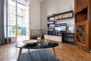 Petralona Cosy Penthouse, Apartmanok  Athén - big - 8