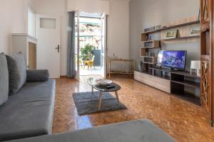 Petralona Cosy Penthouse, Apartmanok  Athén - big - 6