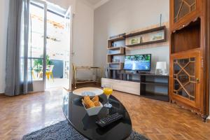 Petralona Cosy Penthouse, Apartmanok  Athén - big - 5