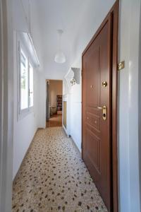 Petralona Cosy Penthouse, Apartmanok  Athén - big - 4