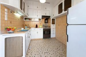 Petralona Cosy Penthouse, Apartmanok  Athén - big - 20