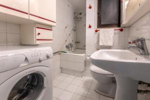 Petralona Cosy Penthouse, Apartmanok  Athén - big - 26