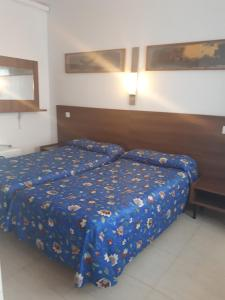 Double or Twin Room with Private Bathroom Hostal Margarita