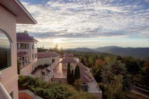 Villa Eyrie Resort - Accommodation - Malahat