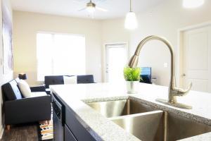 Dormigo Eastside Apartment 2, Apartments  Austin - big - 47