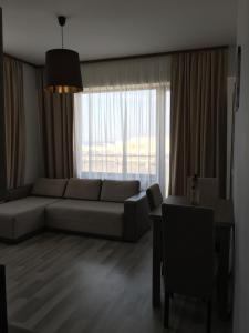 Apartment Dyana Brown Summerland