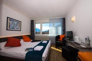 Hotel Merkur - West Station Lodge - Interlaken