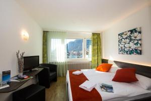Hotel Merkur - West Station Lodge - Interlaken