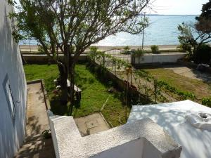 Seaview apartment with a balcony and terrace near the beach Apartments Branimira I